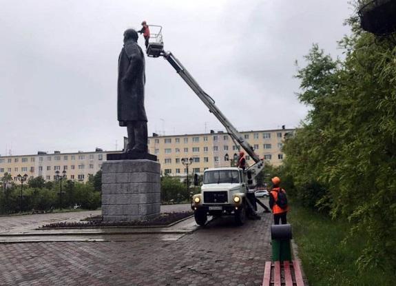 Коммунальщики в России превратили Ленина в «панка». Люди не оценили 1