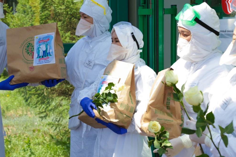 Активисты МК «Jas Otan» порадовали медиков страны «Пакетами благодарности» 4
