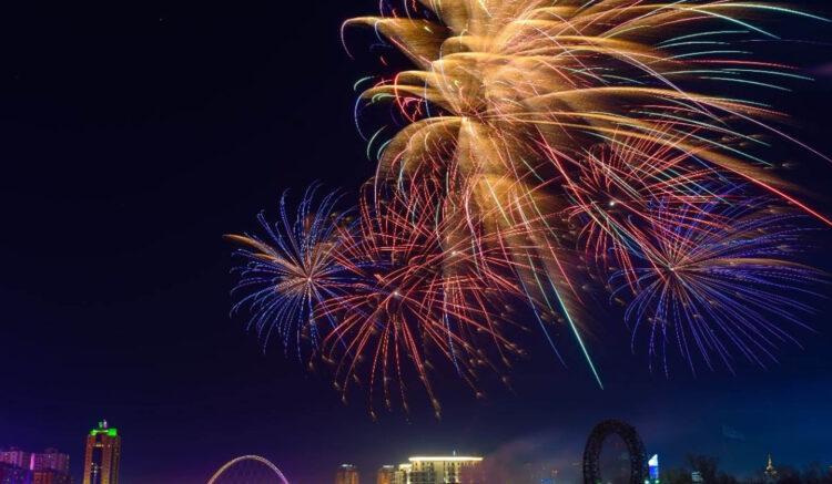 Праздничный фейерверк в честь Дня столицы прошел в Нур-Султане 1