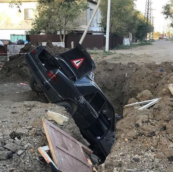 Скрывавшийся от погони таксист провалился в яму в Жезказгане