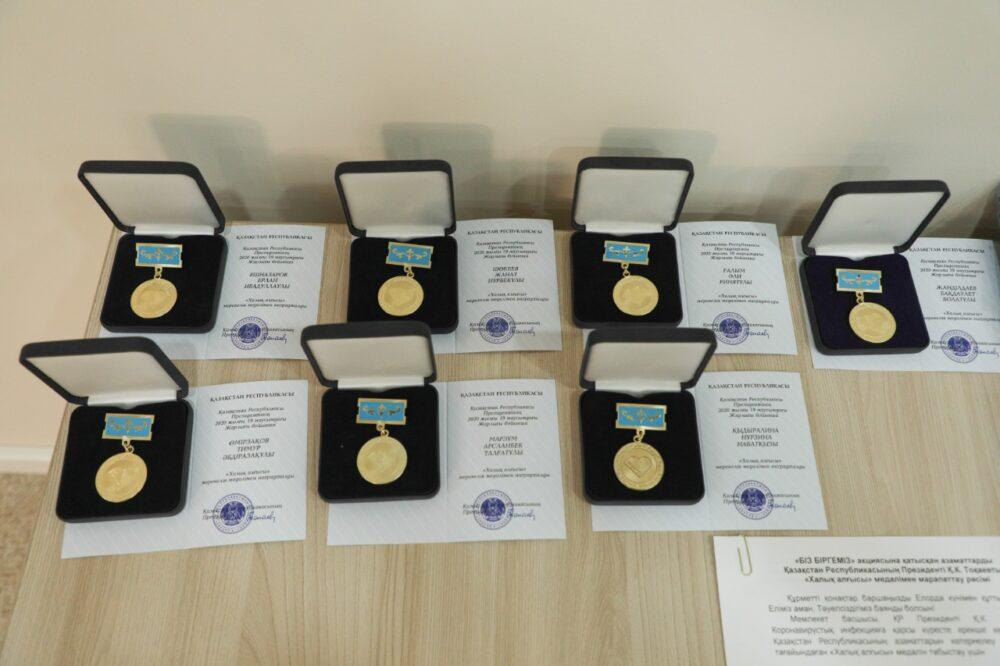 Волонтеров #BizBirgemiz наградили медалью «Халық алғысы» 1