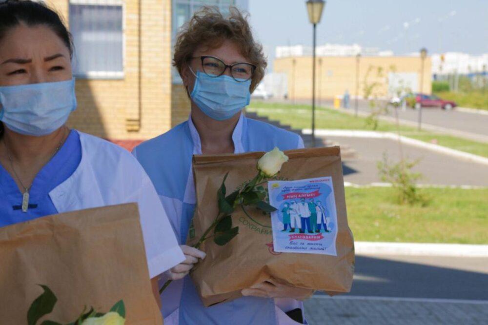 Активисты МК «Jas Otan» порадовали медиков страны «Пакетами благодарности» 2