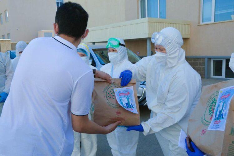 Активисты МК «Jas Otan» порадовали медиков страны «Пакетами благодарности» 1