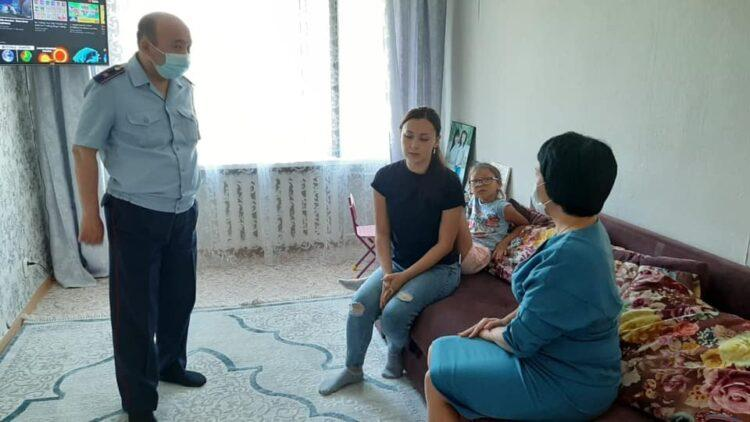 Экс-супруг угрожает облить кислотой: Учитель из Костанайской области обратилась в Nur Otan за защитой 1