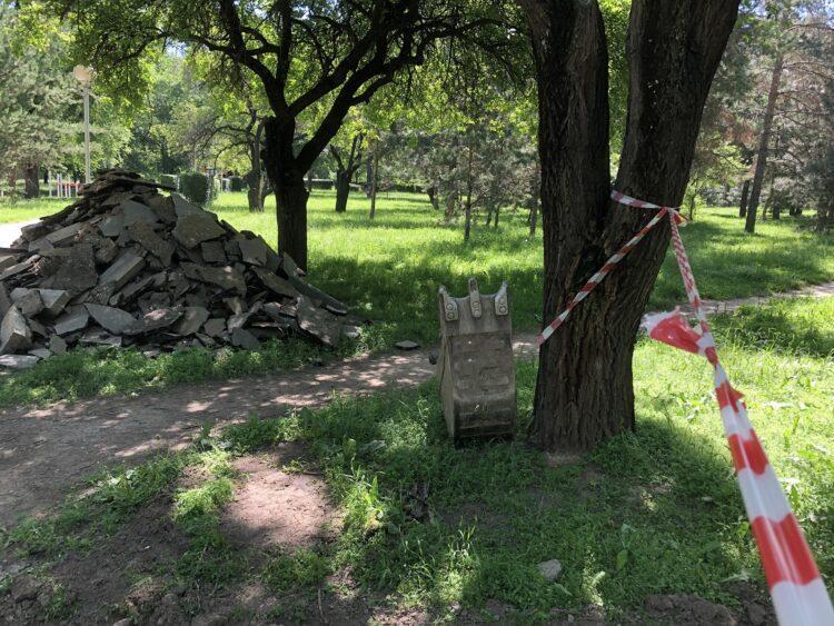 Ремонт парка Дружбы в Алматы: подрядчику сделали замечание за уничтожение газона 1