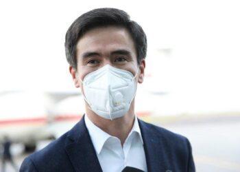 Вице-министр здравоохранения Казахстана спас женщину на крыльце министерства 1
