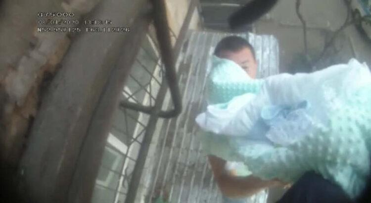 Спасение младенца из горящей пятиэтажки попало на видео в Рудном 1