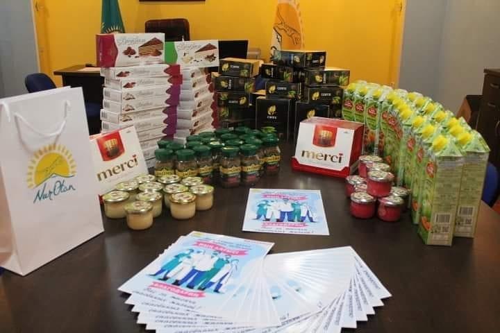 Медработники Темиртау получили «пакеты благодарности» от Nur Otan 6