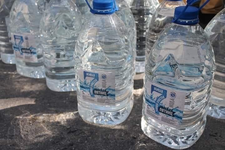 Медработники Темиртау получили «пакеты благодарности» от Nur Otan 8