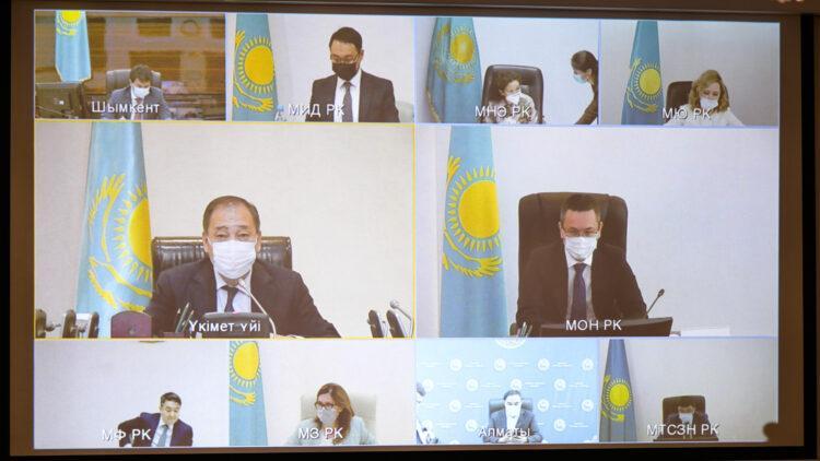 В Казахстане определят группы людей, подлежащие вакцинации от коронавируса 1