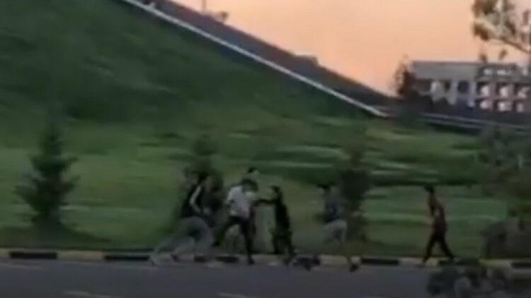 """В Нур-Султане подростки устроили массовую драку возле """"Хан-Шатыра"""" и попали на видео 1"""
