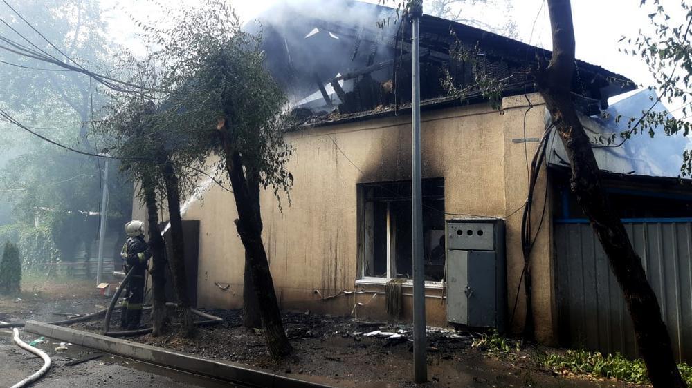 Пожар в Алматы: возгорание случилось в одном из зданий кардиоцентра 2