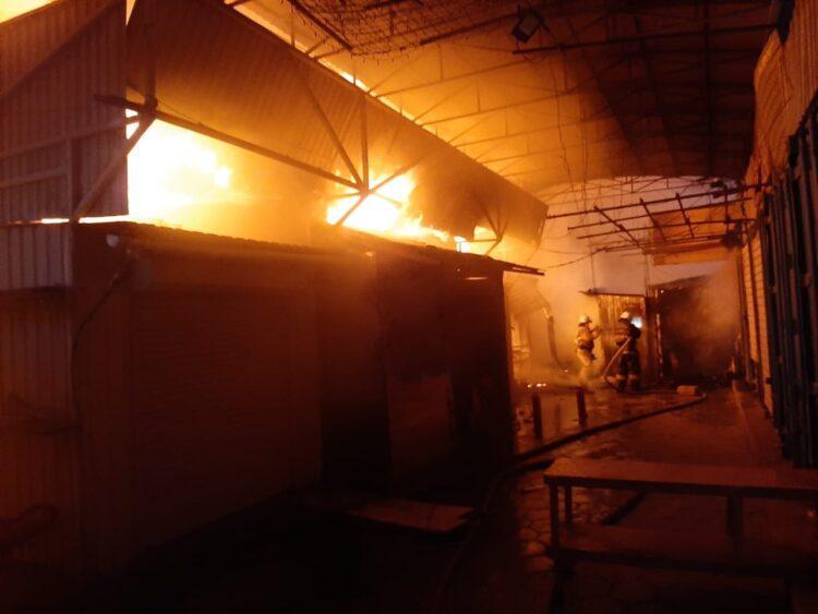 Крупный рынок горел в Актау 1