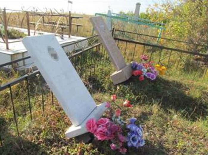 Трое школьников разгромили кладбище в СКО 2