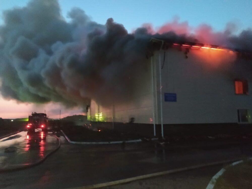Здание крупного предприятия горит близ Нур-Султана