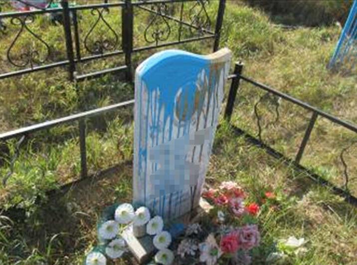 Трое школьников разгромили кладбище в СКО 1