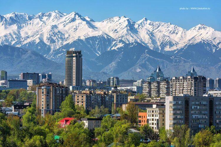 В Алматы кандидаты праймериз поздравили горожан с Днем города 1