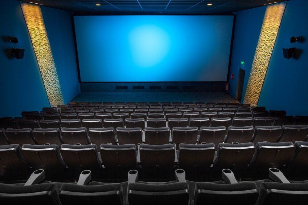 На поддержку киноиндустрии выделят 4,2 млрд рублей. Деньги разделят между продюсерами и кинотеатрами
