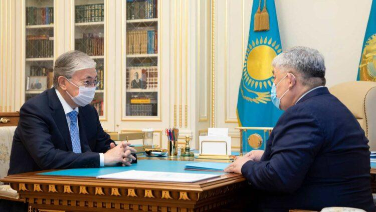 Токаев выслушал предложения по переходу казахского языка на латиницу 1