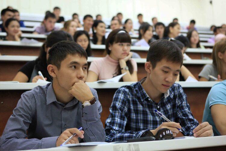 Nur Otan Алматы помог студентам, оказавшимся в трудном положении 1