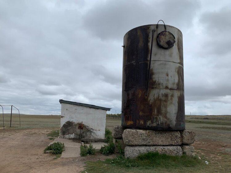 Водокачка, с которой тасаульцы набирают воду