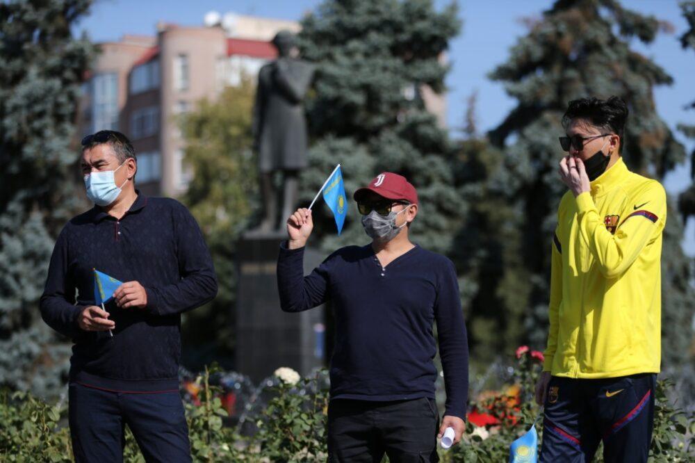 В Алматы начался митинг с требованием кредитной амнистии 2