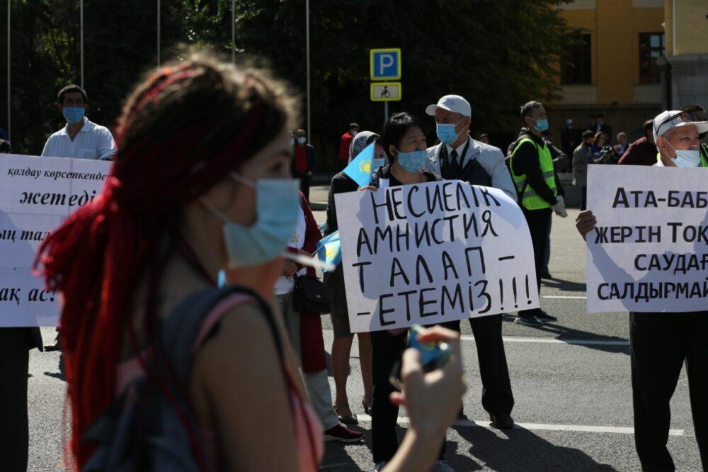 В Алматы начался митинг с требованием кредитной амнистии 6