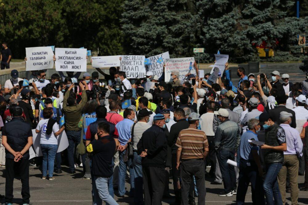 В Алматы начался митинг с требованием кредитной амнистии 4