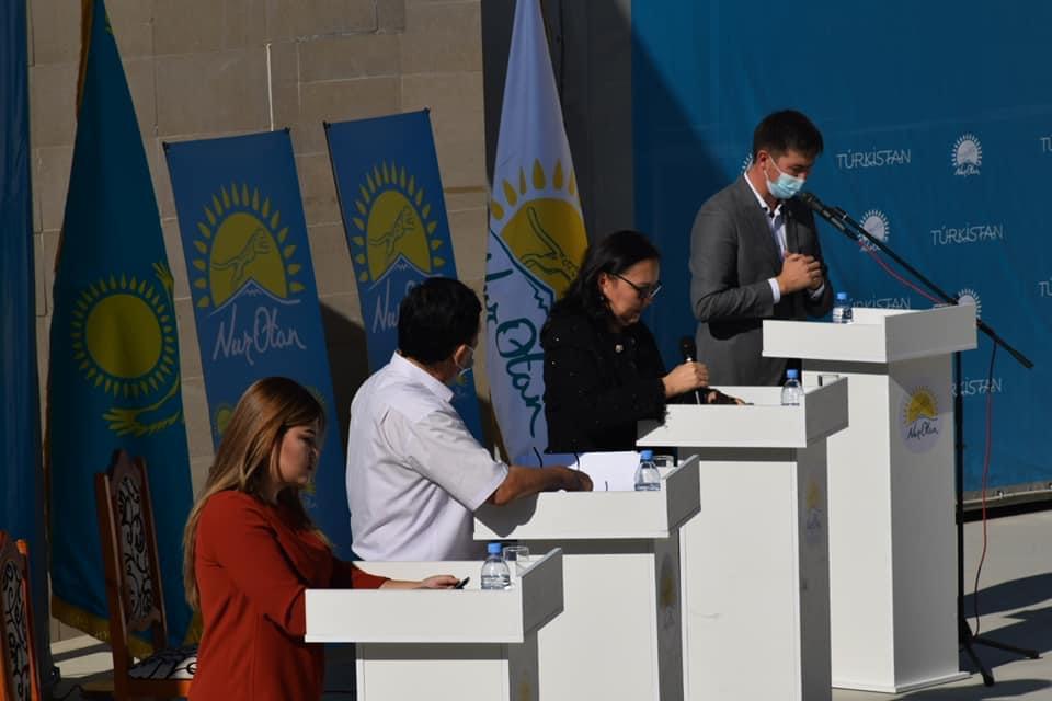 В Туркестане под открытым небом начались публичные дебаты в рамках праймериз Nur Otan 6