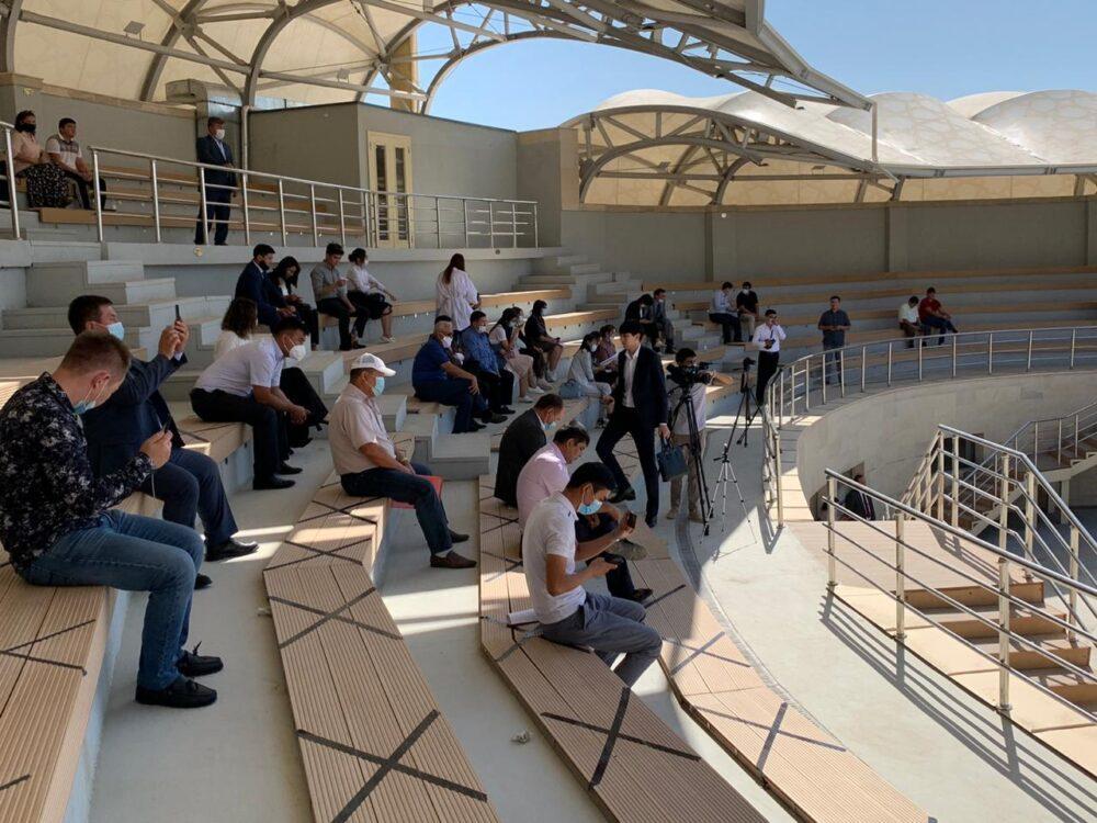 В Туркестане под открытым небом начались публичные дебаты в рамках праймериз Nur Otan 3