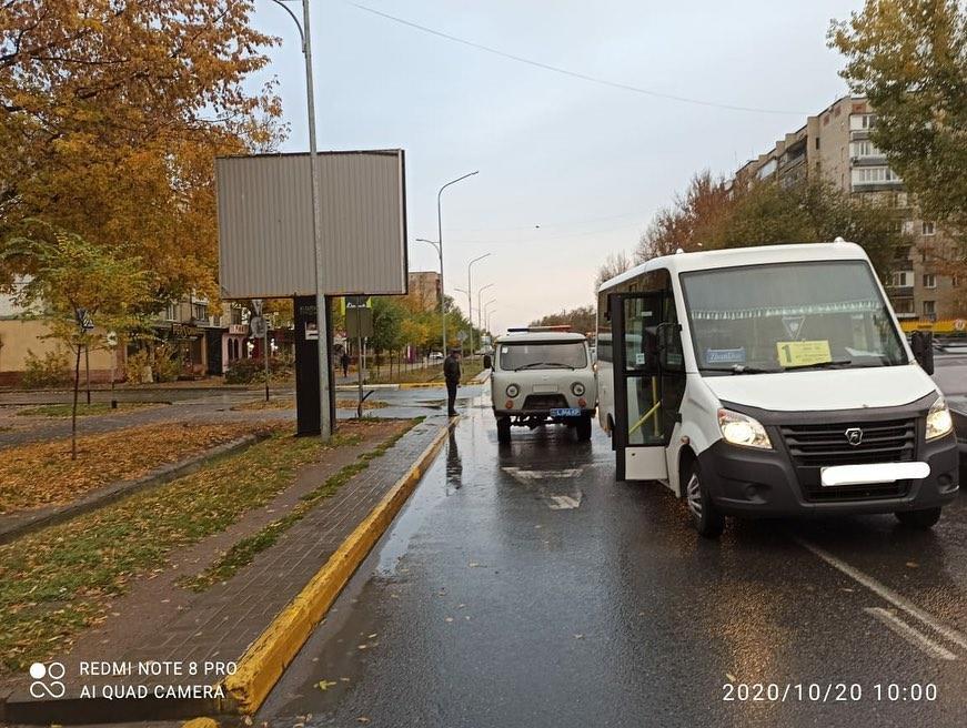 Два микроавтобуса практически одновременно сбили пешеходов в Уральске 1