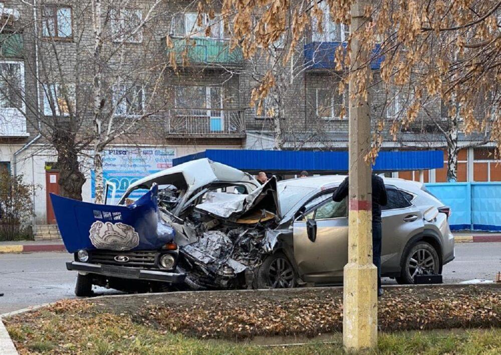 В Щучинске водитель Lexus въехал в служебную машину. Полицейские погибли 1