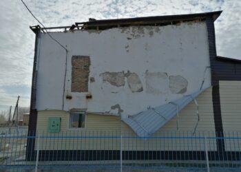 В ВКО сильный ветер сорвал кровлю со здания дома культуры 1