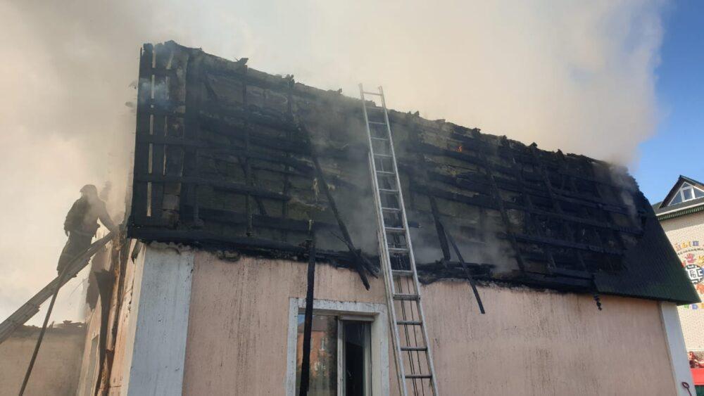 В центре Нур-Султана горит жилой коттедж 2