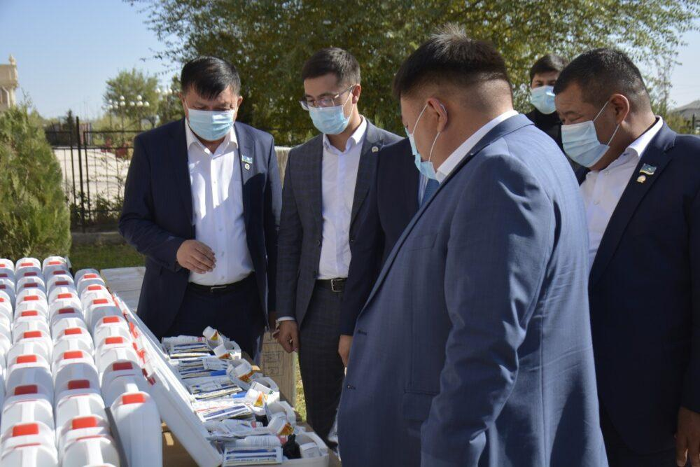 В Туркестане Nur Otan вручил 52 кислородных баллона 1