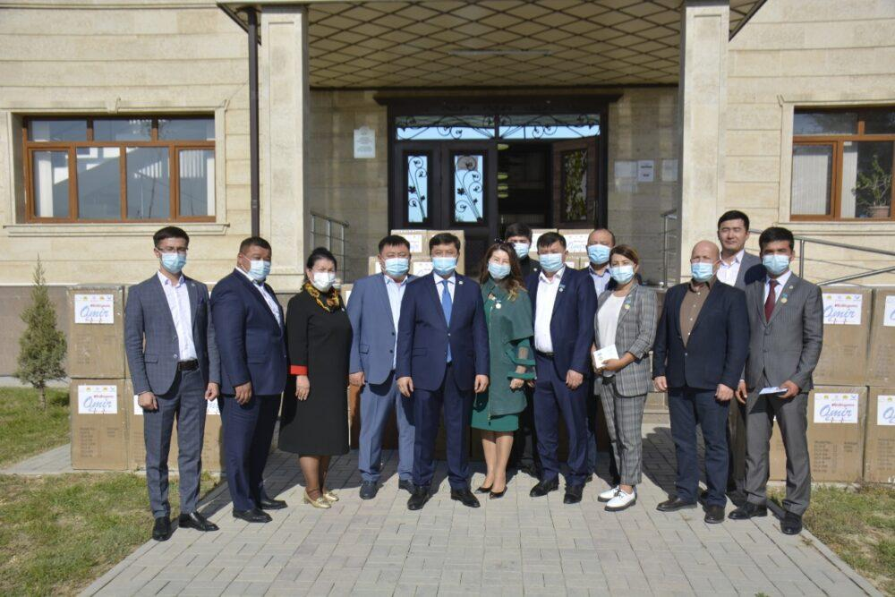 В Туркестане Nur Otan вручил 52 кислородных баллона 2