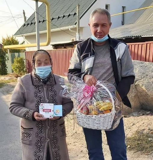 В Алматы члены Nur Otan помогают пожилым людям 1