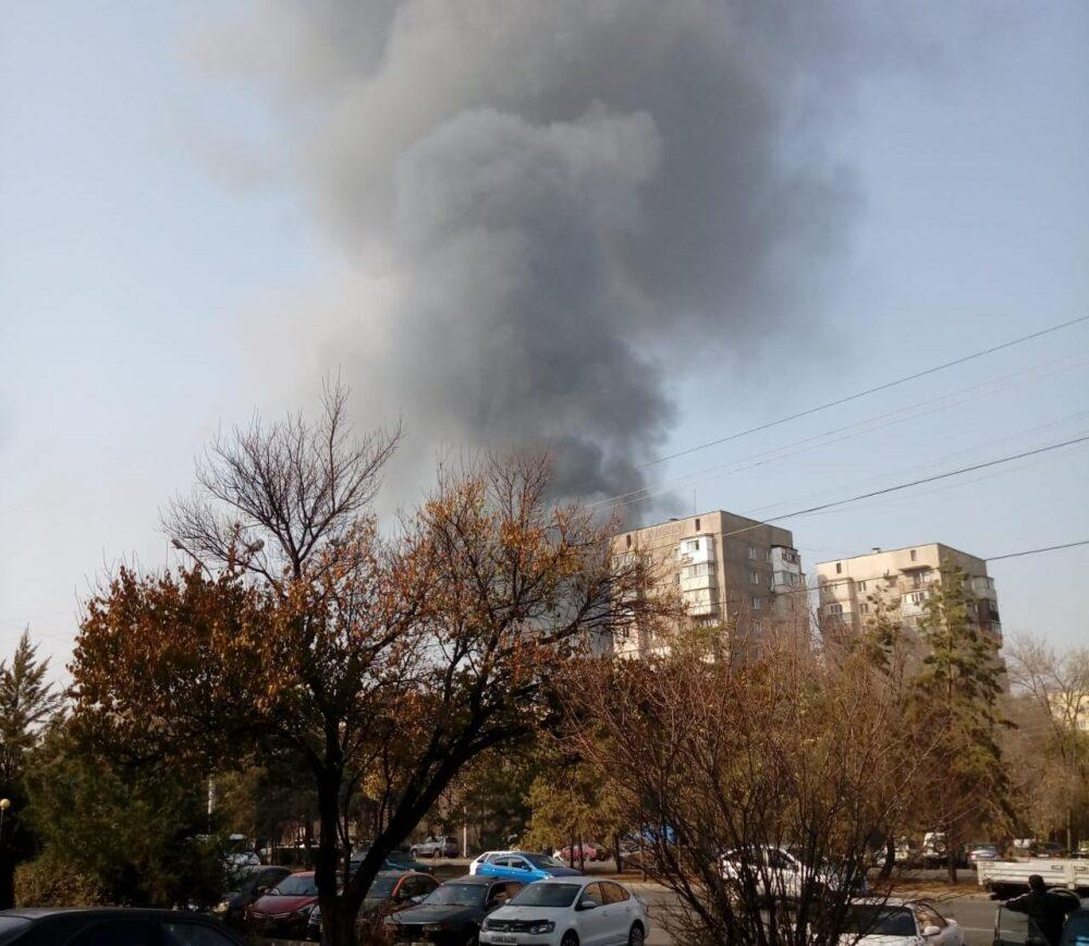 Взрыв произошел во время пожара на одном из СТО в Алматы 1