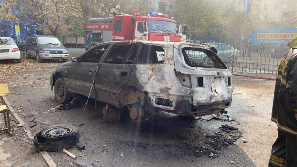 Взрыв произошел во время пожара на одном из СТО в Алматы 4