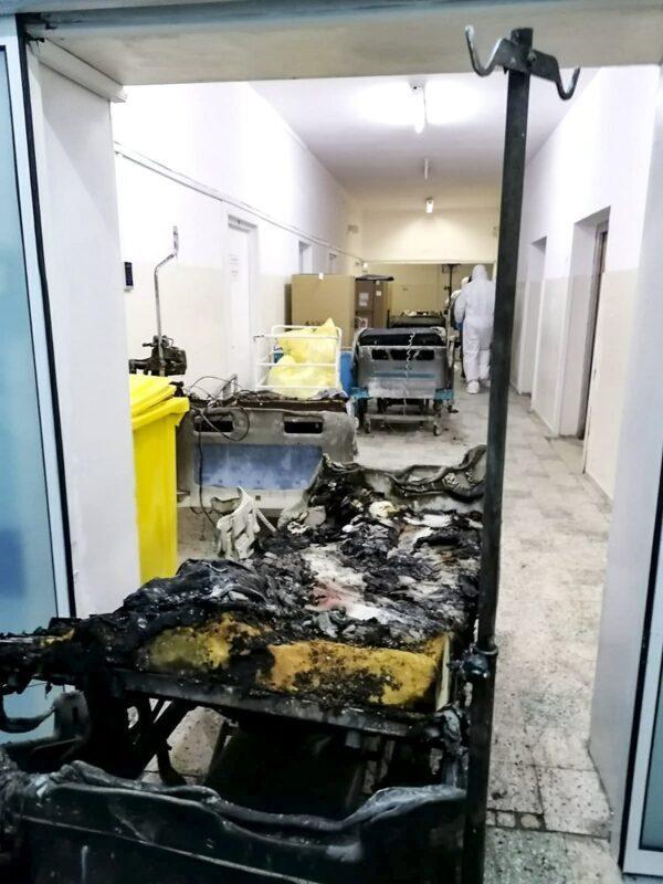 Зараженные коронавирусом погибли при пожаре в больнице Румынии 2
