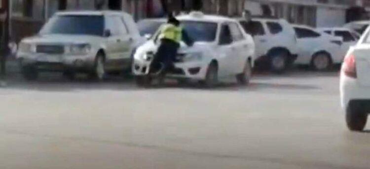В Кызылорде водитель протащил полицейского на капоте автомобиля 1