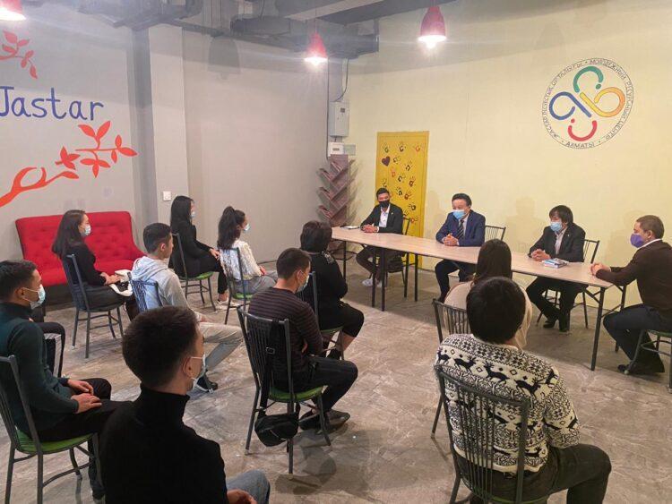 В Алматы жасотановцы и молодежь города встретились с писателями мегаполиса 1