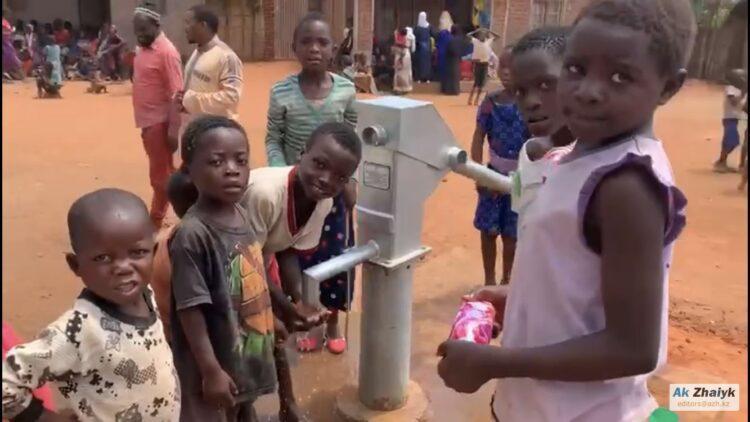 Выпускники атырауского лицея построили колодец в африканской деревне 1