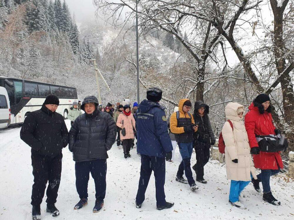 50 иностранных туристов эвакуировали с Иссыкского озера. Что произошло