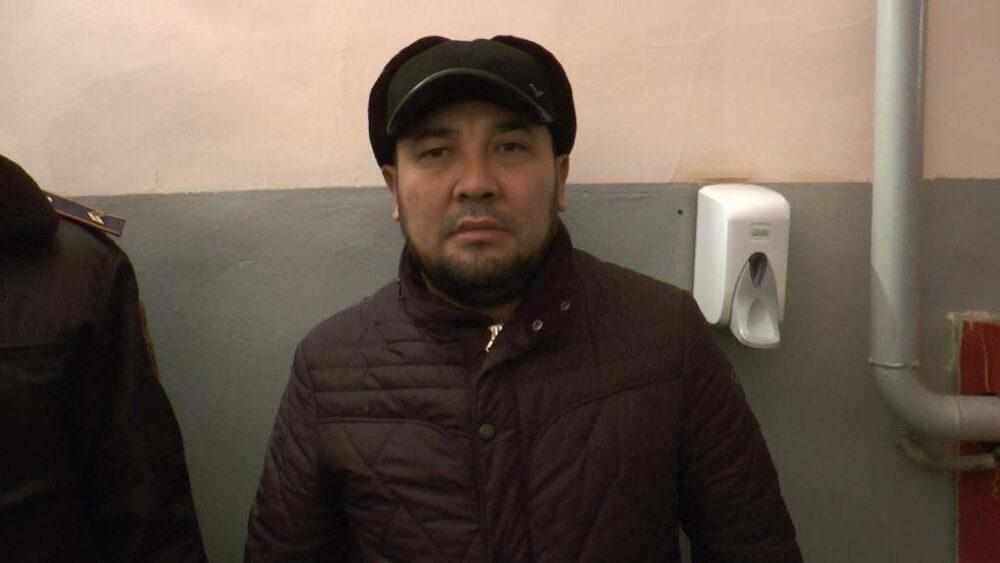 Троица лжеполицейских грабила детей в Алматы 1