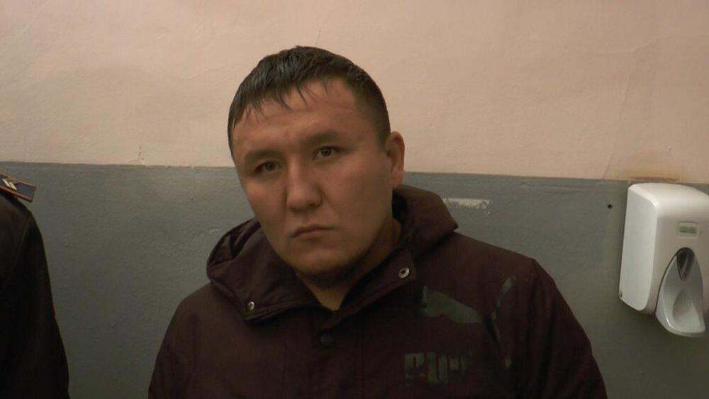 Троица лжеполицейских грабила детей в Алматы 2