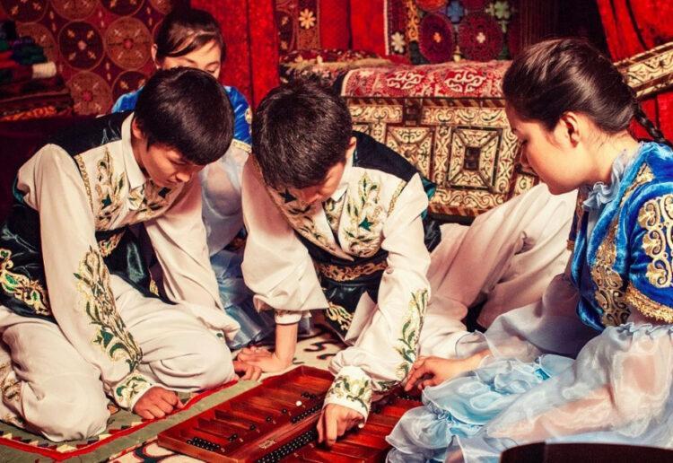 Игра тогызкумалак вошла в список нематериального культурного наследия ЮНЕСКО 1