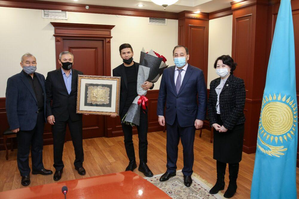 Данияра Елеусинова и Каракат Башанову лично поздравили вице-премьер и глава МКС 1