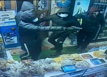 Четверо мужчин совершили вооруженный налет на магазин в Алматы 1