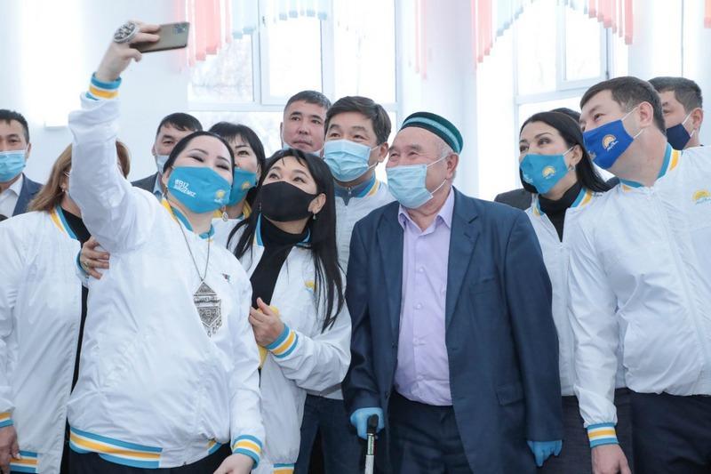 100 тысяч рабочих мест пообещал Nur Otan в Актобе 2